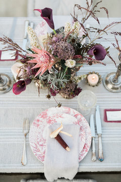 Plate with note on wedding table