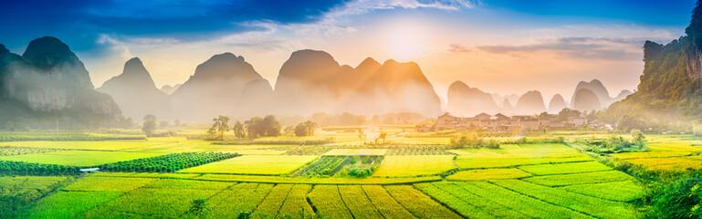 Photo sur Plexiglas Guilin Landscape of Guilin. Located near Xingping, Yangshuo, Guilin, Guangxi, China.