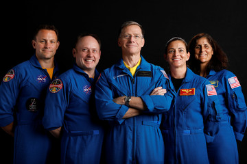 Boeing astronaut Chris Ferguson poses for a picture with NASA commercial crew astronauts SunitaWilliams and Josh Cassadaat and his Star Liner crew astronauts Nicole Mann and Mike Fincke at the Johnson Space Center in Houston
