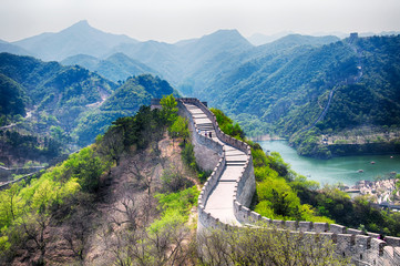 In de dag Chinese Muur great wall of china lakeside haoming lake beijing