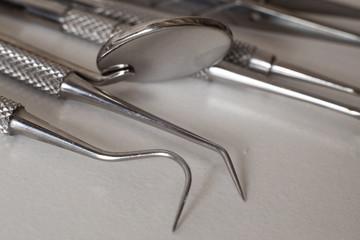 fotografia macro de material quirurgico de odontología para los dentistas