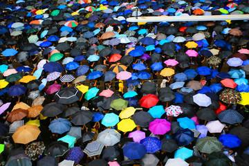 thousands of umbrella in causeway bay hong kong in rainy day Fotomurales