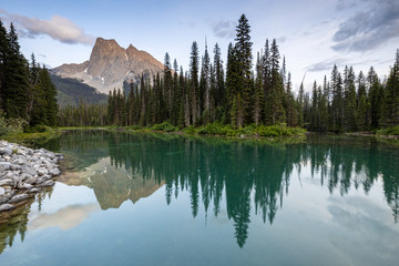 Lake Emerald of Yoho National Park in Canada Fototapete