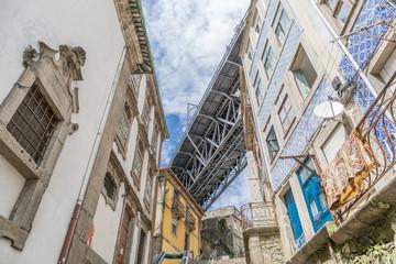 Détail du pont Dom-Luìs à Porto, Portugal