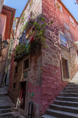 Ruelles étroites et colorées, Cais da Ribeira, à Porto, Portugal