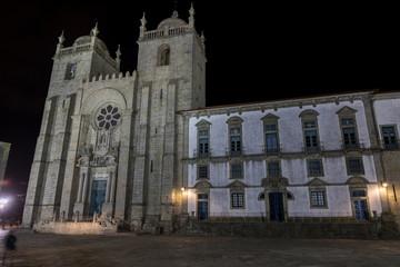 Cathédrale de Porto, Portugal, de nuit