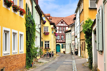 Fototapete - Colorful street of traditional buildings in the Old Town of Bamberg, Bavaria, Germany