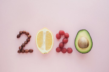Nourriture 2020 made from healthy food on pastel pink background, Healhty New year resolution diet and lifestyle