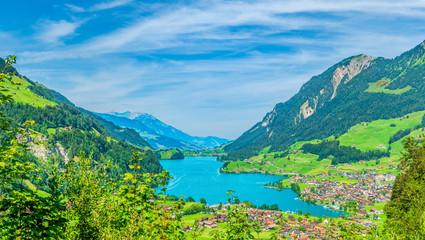 Panorama des Lungerersees in der Schweiz
