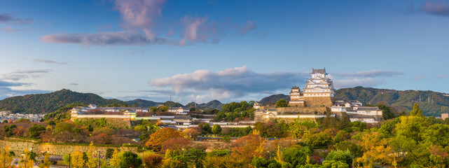 Fototapete - Himeji Castle in the autumn season.