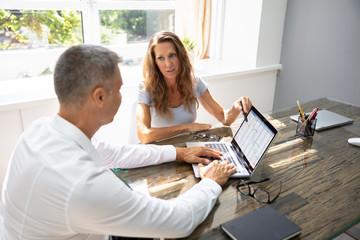 Fototapete - Two Businesspeople Analyzing Gantt Chart