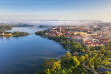 Foggy morning at the Elk Lake near Elk city. Masuria, Poland. Fototapete