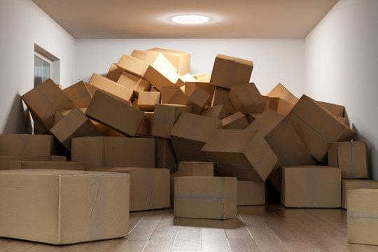 Raum voll mit Kartons