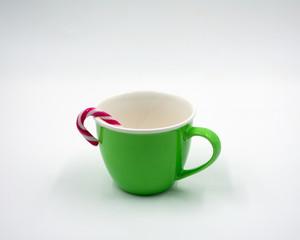 grüner Kaffee Pott mit Zuckerstange.