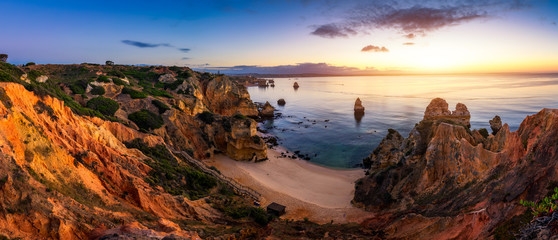 Foto op Aluminium Zee zonsondergang Sunrise at Camilo beach in Lagos, Algarve, Portugal. Wooden footbridge to the beach Praia do Camilo, Portugal. Picturesque view of Praia do Camilo beach in Lagos, Algarve region, Portugal.