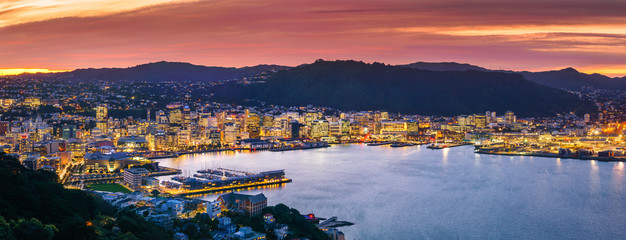 Wellington city and harbour from Mount Victoria at sunset. Fototapete