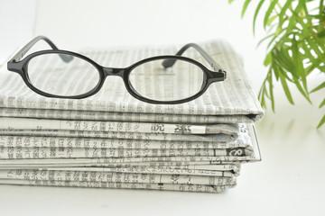 新聞紙 めがね