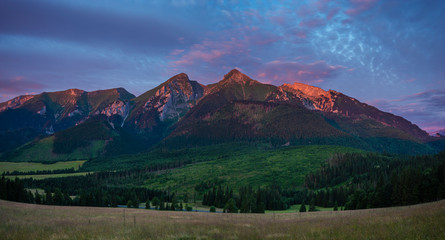Fotomurales - Panorama of mountains illuminated by the rising red sun-Tatra Mountains, Slovakia