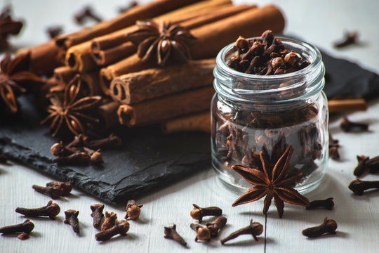 cinnamon sticks, star anise and cloves