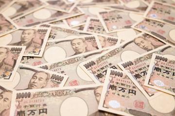 敷き詰められた沢山の日本のお金