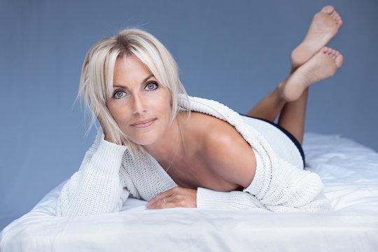 belle femme blonde détente 40 ans