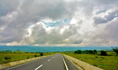 Papiers peints Route 66 a road on field with cloudy sky