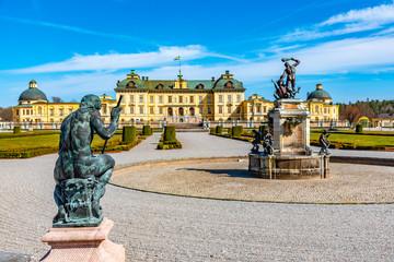 In de dag Stockholm Drottningholm Palace viewed from the royal gardens in Sweden