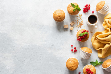 Fresh muffins or cupcakes with papercups. Top view, copy space. Grey concrete background. Sweet baked pastry Fototapete