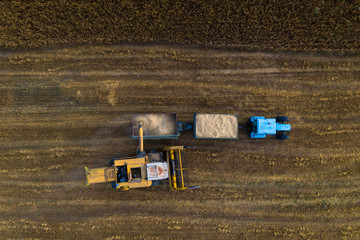 Autocollant pour porte Culture Top view of Combine harvester and the tractor on the field of ripe wheat.