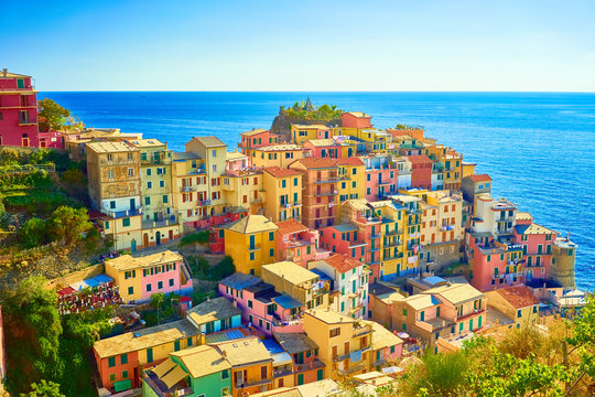"""Colorful houses of Manarola, a beautiful village in """"Cinque Terre National Park"""". Stunning scenery at coast of Italy. Fishermen village in the province of La Spezia, Liguria, Italy"""