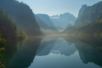 A magnificent lake in the mountains. Austrian Alps Fototapete