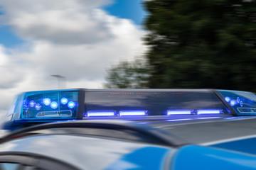 Polizei Streifenwagen Blaulicht Symbolbild