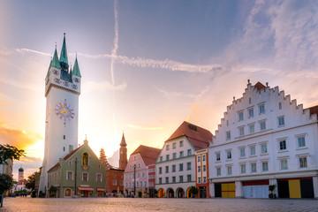 In de dag Oude gebouw Stadtturm / Stadtplatz / Straubing / Gäuboden / Niederbayern