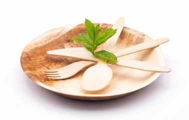 Geschir aus Palmblatt, Teller mit Besteck aus Holz