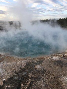 old faithful geyser in yellowstone national park