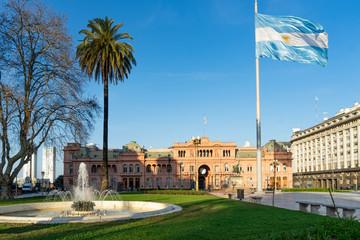 Poster Buenos Aires Plaza de Mayo de Buenos Aires y Casa Rosada con la Bandera Argentina