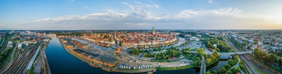 Panorama der Hansestadt Lübeck im Sommer