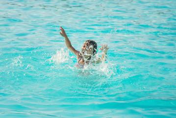 kid is drowning in the sea. Selective focus. Fototapete