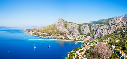 panorama of coastline and mountains in Omis Croatia Fototapete