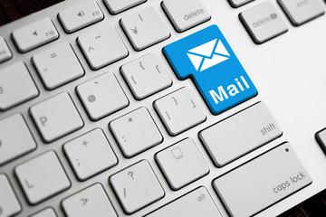 PCのキーボード、Mail、アイコン