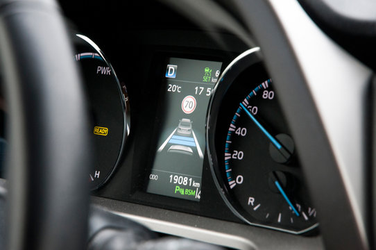 Adaptive cruise control and speed limit display