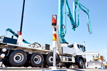 Hydraulic support for truck concrete pump