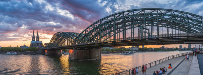 Foto auf AluDibond Brücken Cologne bridge with sunset and clouds