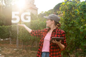Etiqueta Engomada - Woman farmer with digital tablet and symbol of 5G network.