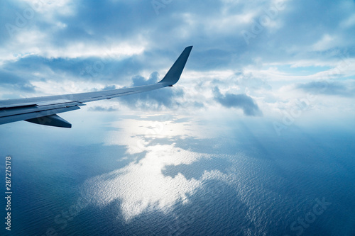 Wall mural 飛行機から見る風景