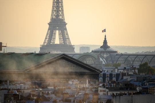 Pollution et Toits de Paris avec la Tour Eiffel