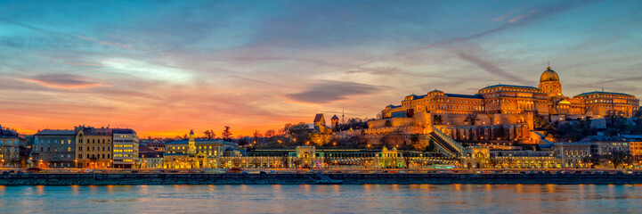 Fototapete - Panorama of Buda castle and the Danube river in Budapest at sunset, Hungary