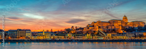 Wall mural Panorama of Buda castle and the Danube river in Budapest at sunset, Hungary