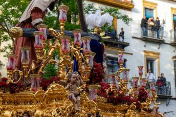 Fototapete - Paso de misterio de la hermandad de la esperanza de Triana, semana santa de Sevilla