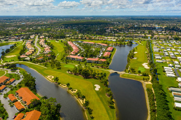 Deurstickers Napels Golf course neighborhoods in Naples Florida USA